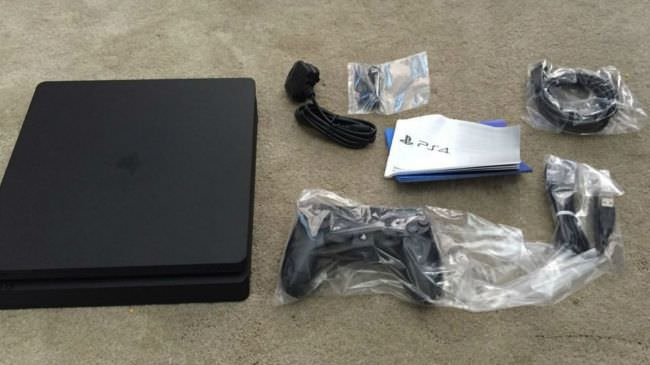 PS4-Slim-Unboxed